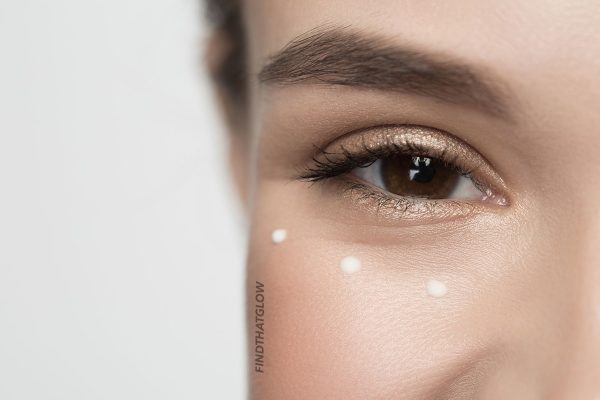 Woman with proper eye cream application (From:123rf.com)