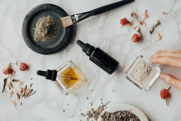 Oils and powders (From:Pexels).