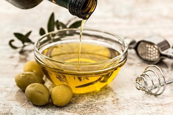 Olive oil being poured on a glass bowl. (Photo from: Pixabay)