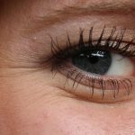 Woman with saggy eyelids and hooded eyes (From: Pixabay)