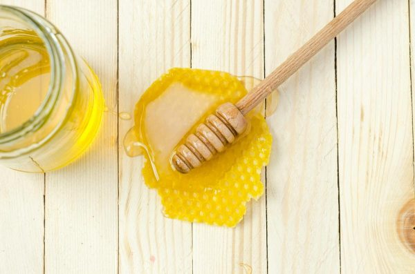 Honey on a table. (Photo from: Unsplash)