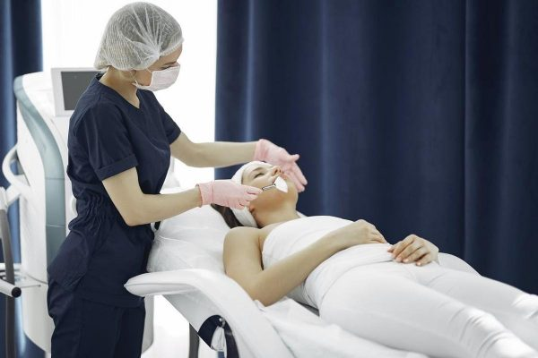 Woman getting exfoliated by a dermatologist (From: Pexels)