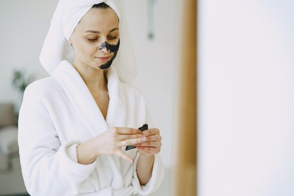 Woman applying skincare products (From: Pexels)